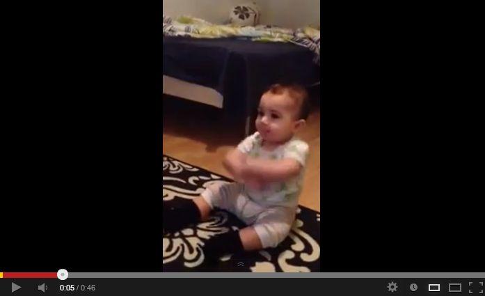 Bebê dança Gangnam Style no YouTube (Reprodução)