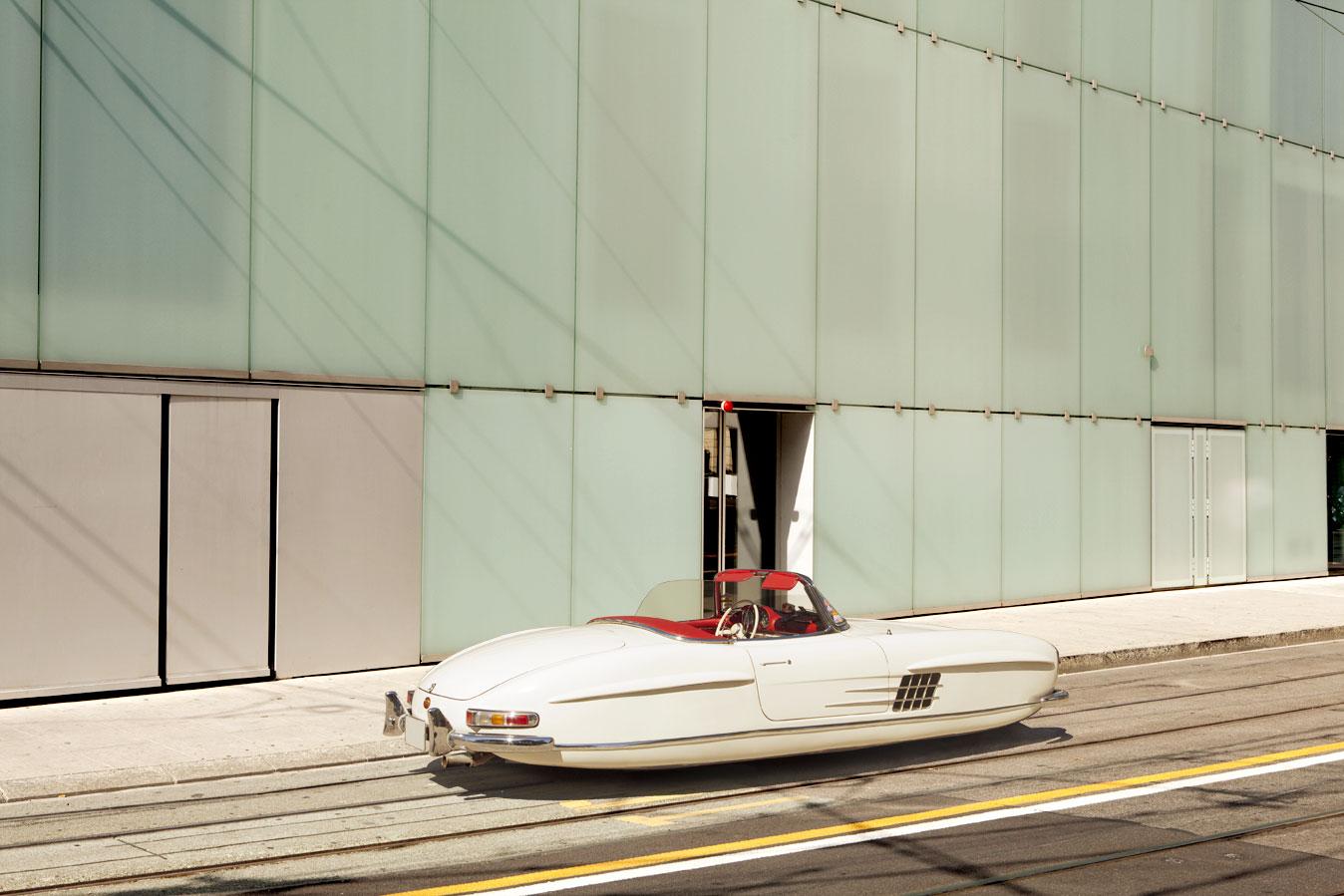 Mesmo sem rodas modelo SL 300 da Mercedez-Benz não perderia ar retrô marcante (Foto: Divulgação /Renaud Marion)