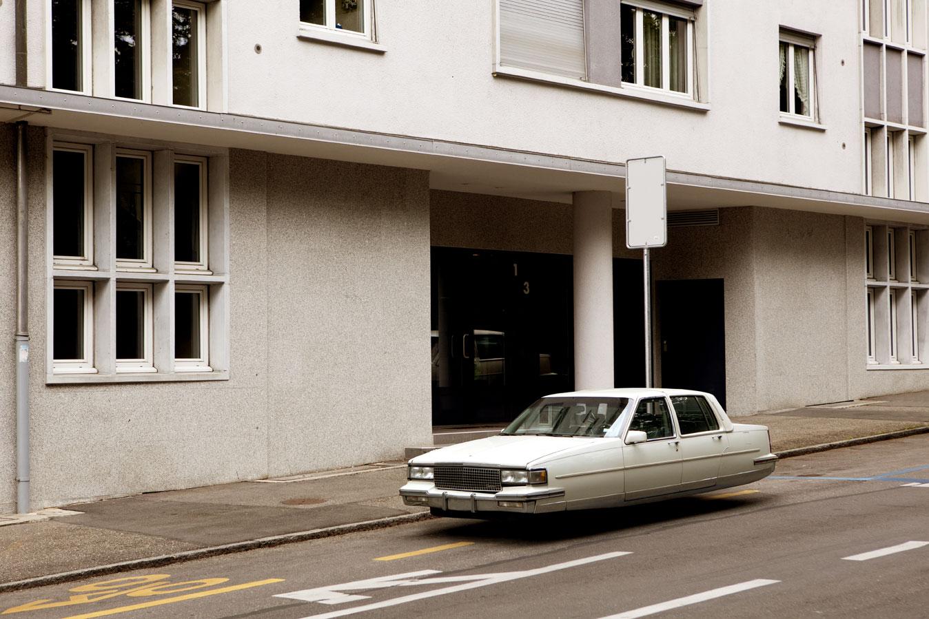 O clássico Cadillac DeVille também ganhou sua versão sem rodas (Foto: Divulgação /Renaud Marion)