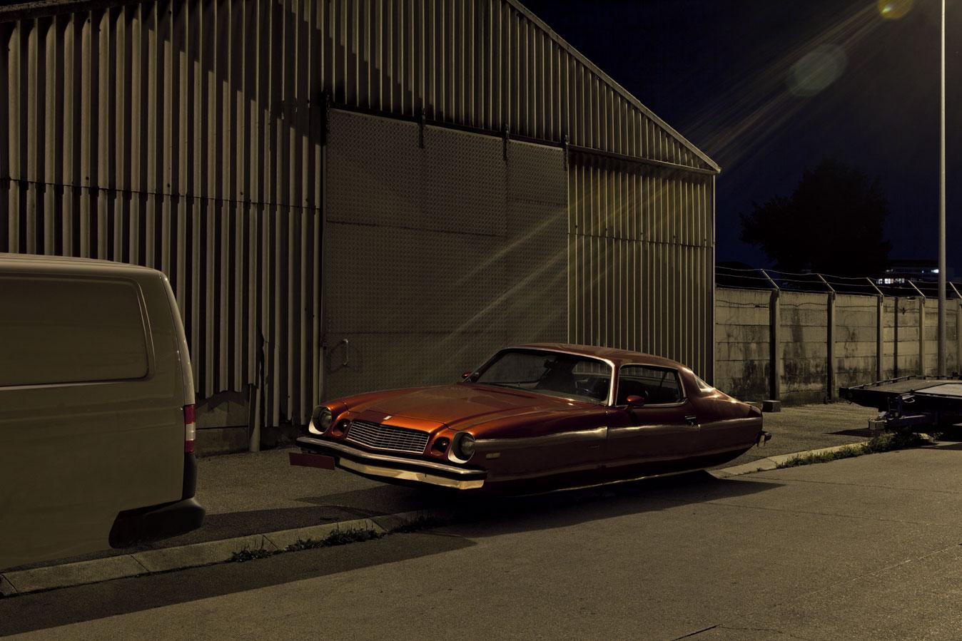 O possante Chevrolet Camaro ficou mais suave sem as rodas (Foto: Divulgação /Renaud Marion)