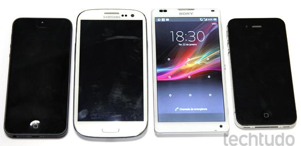 Xperia ZQ, iPhone 5, Galasy S3 e iPhone 4S: tamanho tolerável  (Foto: Allan Melo / TechTudo)