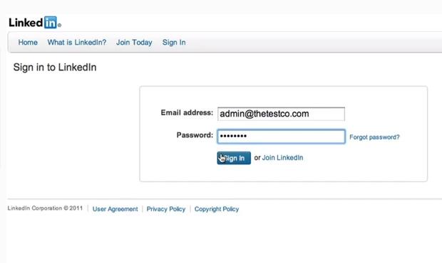 Confirme o e-mail e senha do seu perfil no LinkedIn (Foto: Reprodução/ LinkedIn)