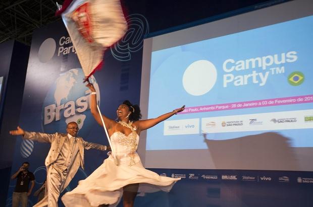 Escola de Samba anima o público (Foto: Reprodução/Flickr)
