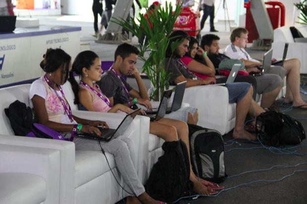 Os que não saiem da frente da tela, seja ela pequena ou gigante, com games pela rede ou online (Foto: TechTudo/Fabrício Vitorino)