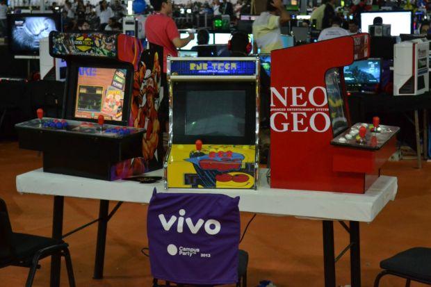 Fliperamas e arcades também estão na Campus Party para os gamers (TechTudo|Pedro Zambarda)