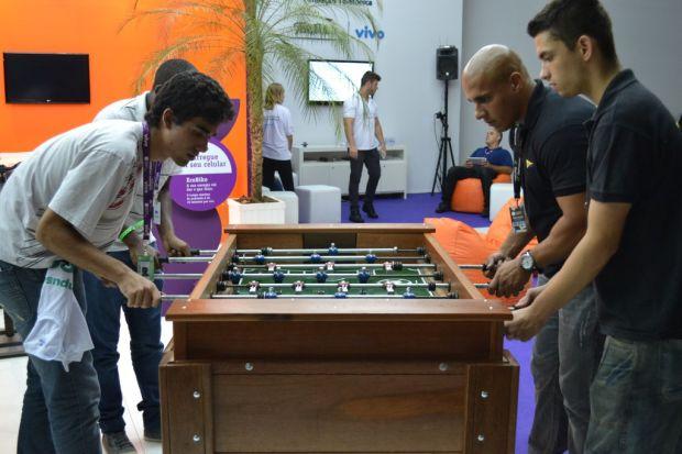 Além de videogames, os campuseiros também se divertiram no Pebolim (TechTudo|Pedro Zambarda)