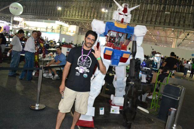 Alexandre Ferreira Souza foi o responsável pelo casemod do Gundam (TechTudo Pedro Zambarda)