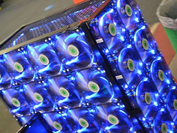 Um casemod foi composto, essencialmente, por coolers (TechTudo Pedro Zambarda)