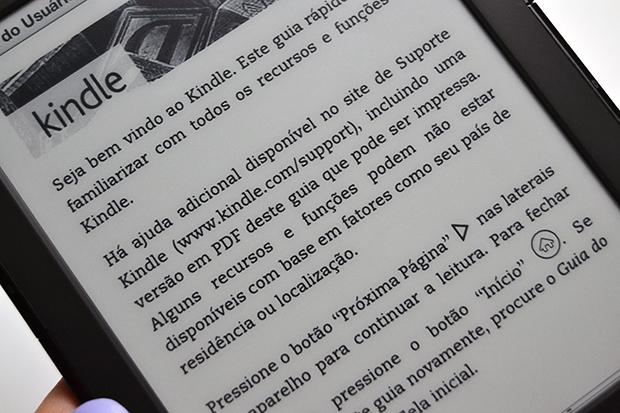 Kindle 4: leitura boa graças à tela fosca e sua tecnologia especial (Foto: Stella Dauer)