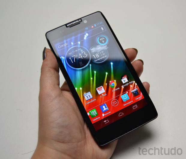 Motorola Razr HD posssui uma tela de 4,7 polegas de alta definição e com ótima reprodução de cores (Foto: Stella Dauer/TechTudo)