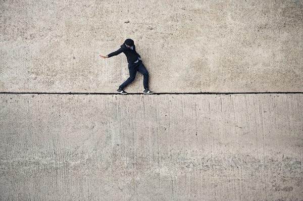 Foto dá a falsa impressão de que o modelo está tentando se equilibrar (Foto: Reprodução)