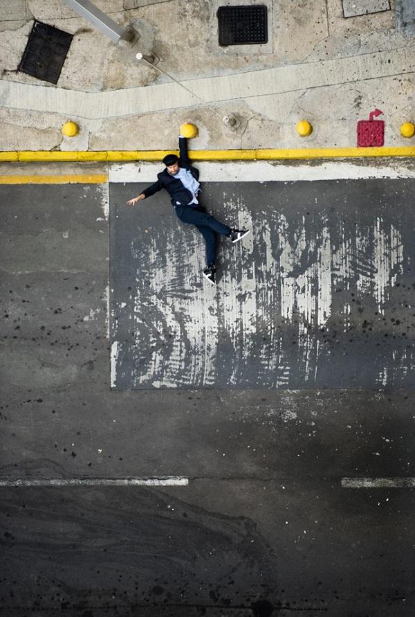 Foto tirada de cima dá a impressão de que o modelo parece estar pendurado(Foto: Reprodução)
