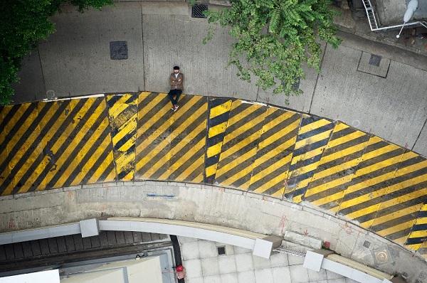 Utilizando as estruturas da rua, o fotógrafo sueco consegue imagens com efeitos incríveis (Foto: Reprodução)