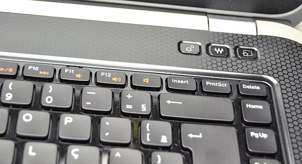 Botões especiais acima do teclado (Foto: Stella Dauer)