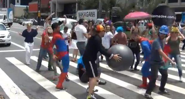 DO THE HARLEM SHAKE na Avenida Paulista (Reprodução|YouTube)