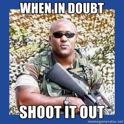 """O controverso Chocolate Rambo, """"Na dúvida/ tiroteio"""" (Foto: Reprodução/ Meme Generator)"""