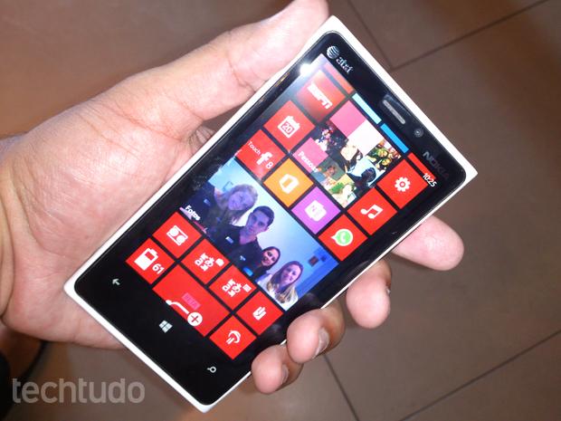 O Lumia 920 é top de linha da companhia finlandesa e chega ao Brasil por R$ 1.999 (Foto: Allan Melo/TechTudo)
