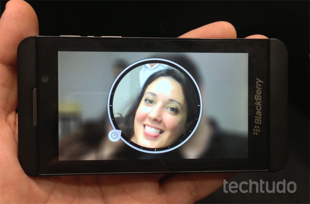 Um dos recursos mais famosos do BlackBerry Z10 é a sua câmera, que tira várias fotos para que você salve a melhor (Foto: Nick Ellis / TechTudo)