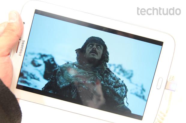 O Galaxy Note 8 tem tela ligeiramente maior do que a do iPad Mini e com resolução HD (Foto: Allan Melo/TechTudo)