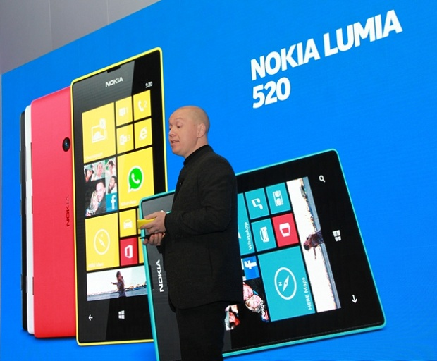 Novo Lumia 520 é o modelo de entrada da Nokia, com tela supersensível de 4 polegadas  (Foto: Allan Melo/TechTudo)