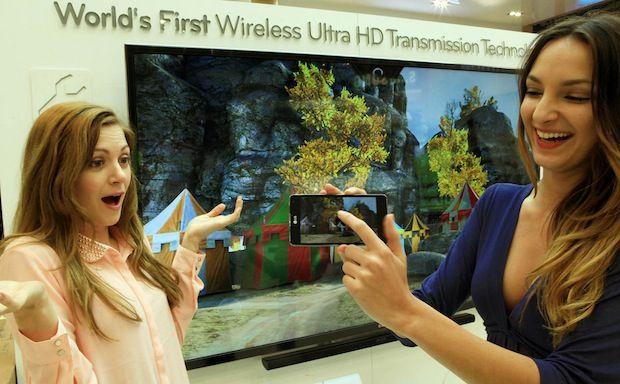 LG mostra como transmitir vídeos de um smartphone para sua TV Ultra HD (Reprodução Engadget)