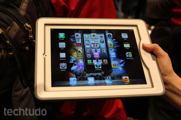 A vedação do case da LifeProof não atrapalha a visualização do display do iPad (Foto: Fabrício Vitorino/TechTudo)