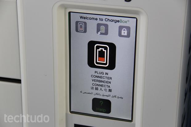 Pequeno visor indica o nível de bateria dos gadgets (Foto: Fabrício Vitorino/TechTudo)