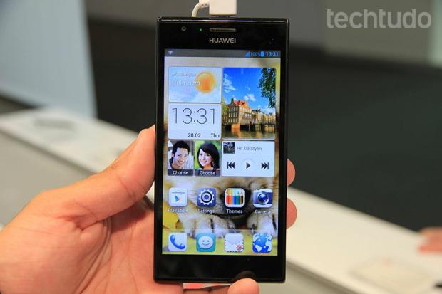 Huawei Ascend P2 é apresentado no MWC 2013 (Foto: Allan Melo/TechTudo)