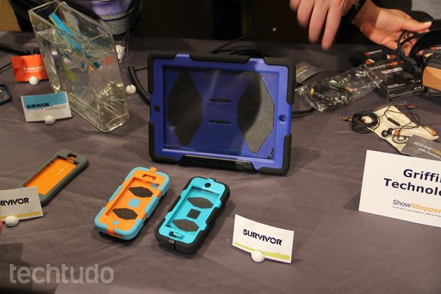 Capas da Griffin Technology chamaram a atenção no MWC por sua resistência (Foto: Fabrício Vitorino/TechTudo)