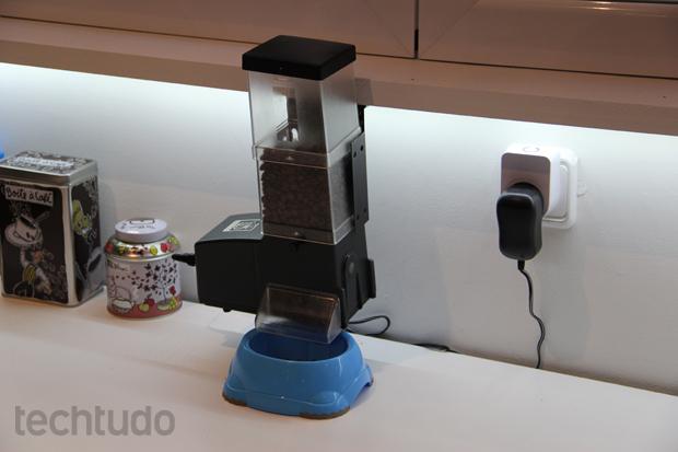 Máquina controlada à distância libera ração para o seu bichinho (Foto: Fabrício Vitorino/TechTudo)
