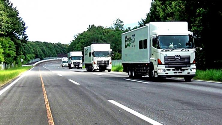 A NEDO. organização financiada pelo governo do Japão que pesquisa novas tecnologias de industria e energia, testou em estradas caminhões-robô (Foto: Divulgação/ NEDO)