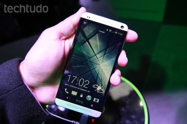 HTC One, com tela Full HD, chamou a atenção na feira, mas não virá para o Brasil (Foto: Allan Melo/TechTudo)