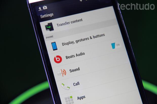 HTC One vem equipado com drivers da Beats, que garantem boa reprodução de áudio (Foto: Allan Melo/TechTudo)