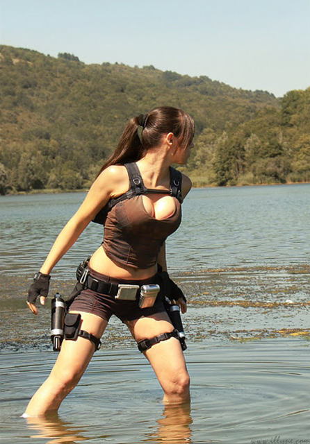 Lara Croft, interpretada por Illyne, explora um lago em busca de mist&#233;rios (Foto: Guitarse Gaming)
