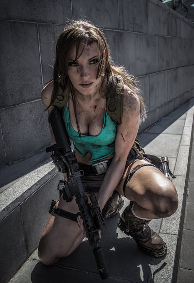 Jenn Croft da Austr&#225;lia traz um cosplay de Lara Croft ferida mas pronta para o combate (Foto: Guitarse Gaming)