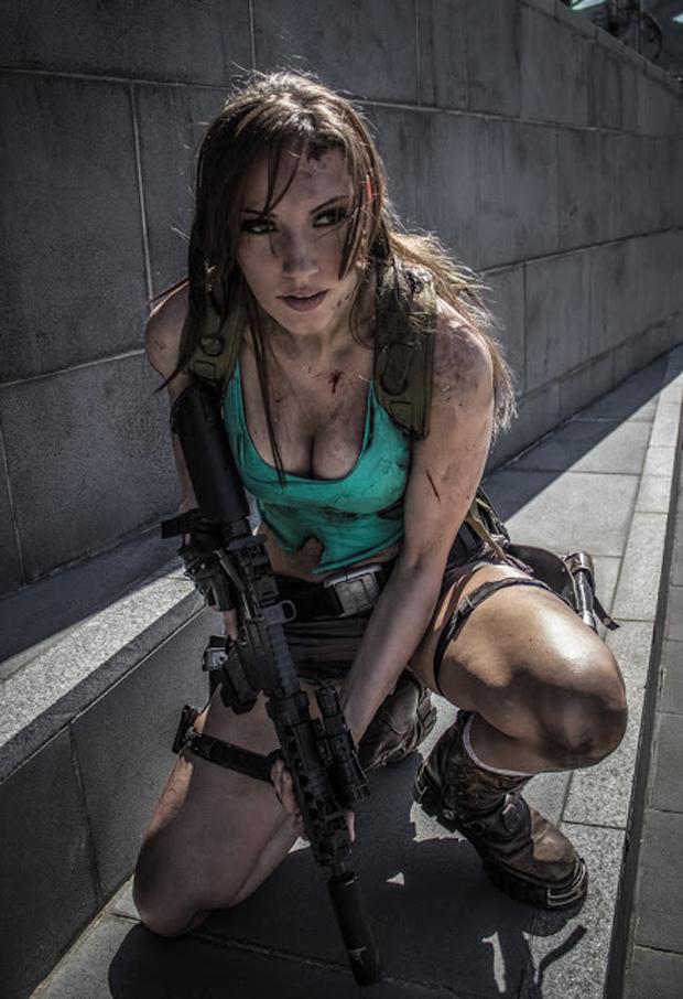 Jenn Croft da Austrália traz um cosplay de Lara Croft ferida mas pronta para o combate (Foto: Guitarse Gaming)
