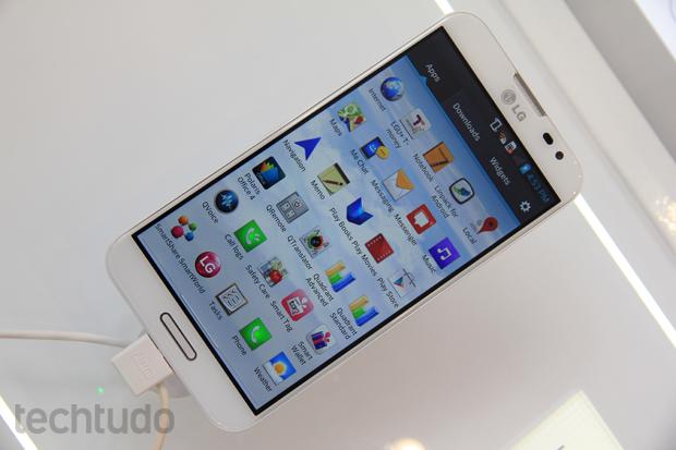 Optimus G Pro, com tela de 5,5 polegadas, tem como diferencial a resolução Full HD (Foto: Allan Melo/TechTudo)