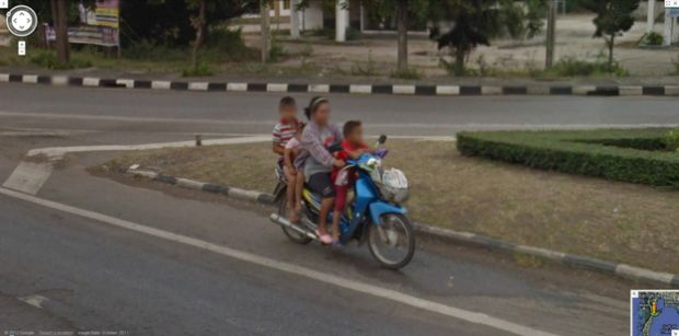 Motocicleta flagrada no Google Street View (Foto: Reprodução|BuzzFeed)