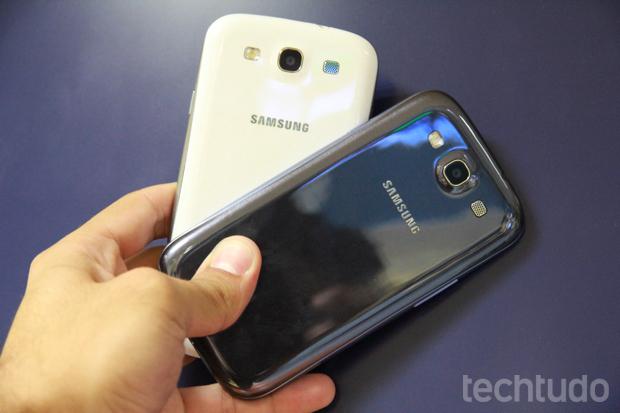 Samsung Galaxy S3 nas cores branca e azul (Foto: Allan Melo / TechTudo)