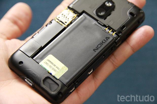 Bateria da Nokia: famosa por durar bastante tempo  (Foto: Allan Melo / TechTudo)