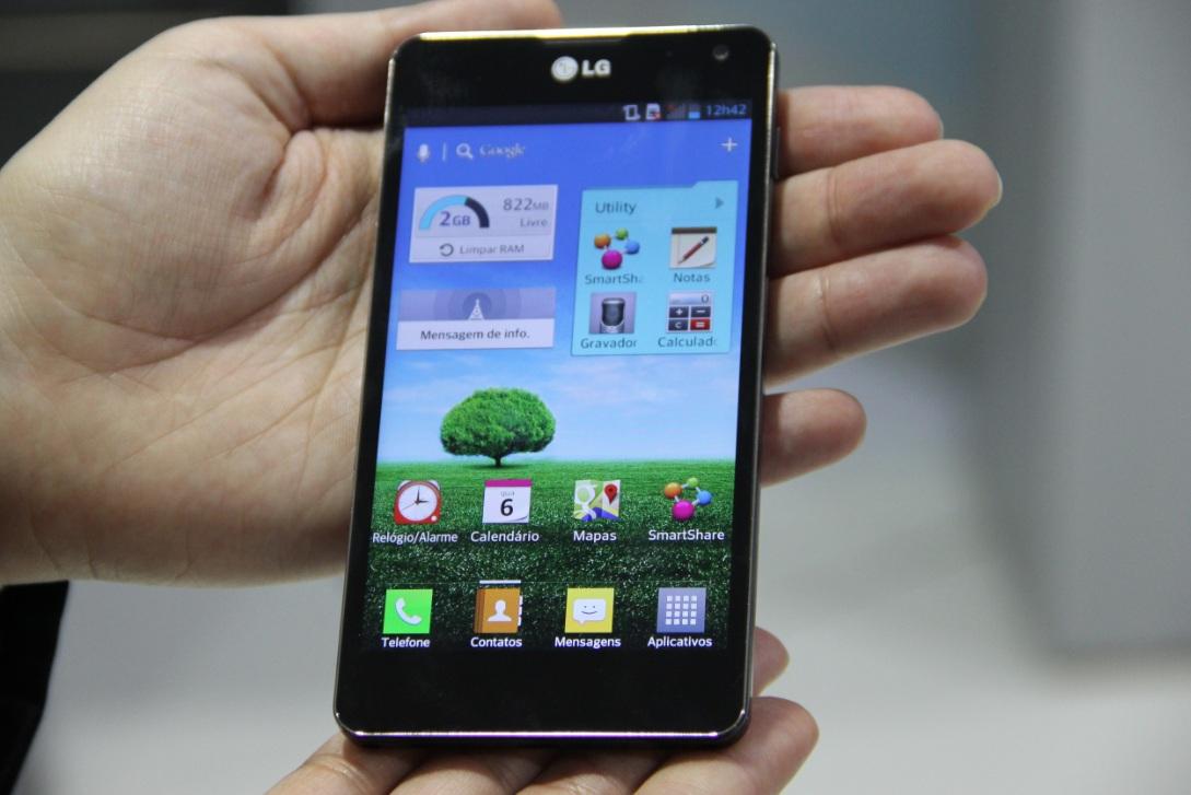 O LG Optimus G é o novo smartphone top de linha da LG (Foto: Fabricio Vitorino/TechTudo)