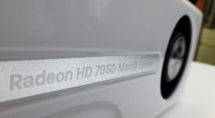 Foto revela a novidade do exterior em cor branca e o nome Mac Edition (Foto: Reprodução)
