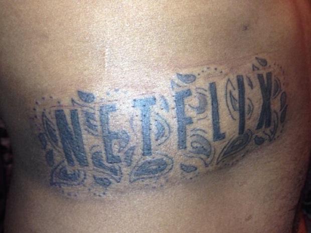 Tatuagem da Netflix rendeu um ano de aluguel grátis a um usuário (Foto: Reprodução CNET)