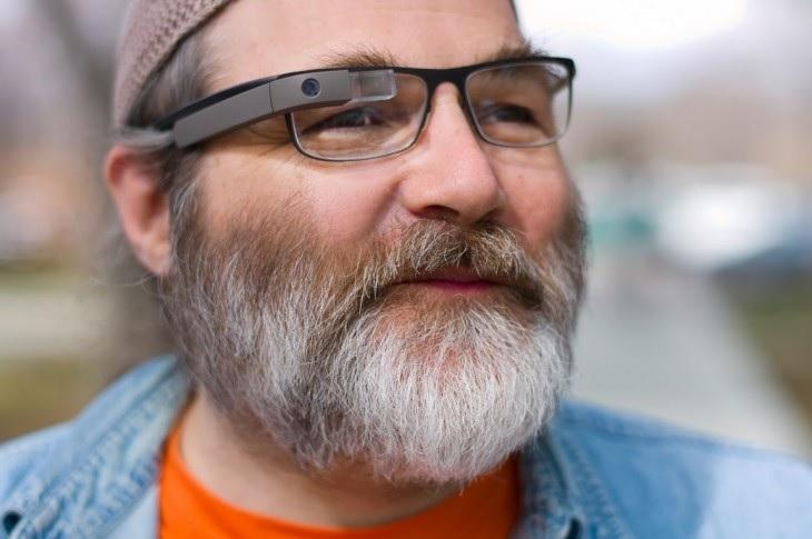 Protótipo de Google Glass para usuários de óculos de grau (Foto: Reprodução)