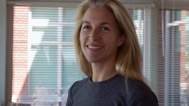 Lucy Bradshaw parece otimista com a resolução de problemas em SimCity (Foto: polygon.com)