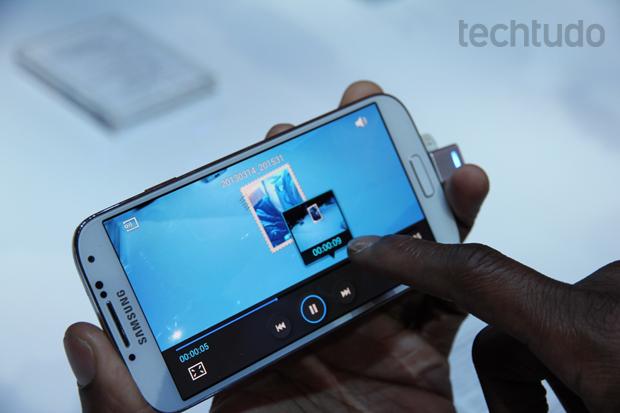 Galaxy S4 mostra preview de vídeo sem que usuário toque na tela (Foto: Allan Melo/TechTudo)