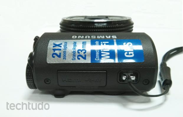 Entradas USB e HDMI da Samsung Smart Camera WB850F (Foto: Isadora Díaz/TechTudo)
