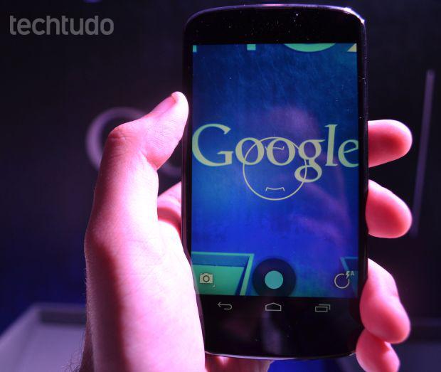 Nexus 4 vem com câmera que tira fotos panorâmicas em 360 graus (Foto: Pedro Zambarda/TechTudo)