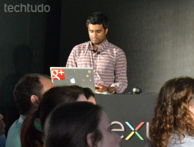Funcionário do Google usa um Macbook, da Apple, para apresentar o Nexus 4 (Foto: Pedro Zambarda/TechTudo)