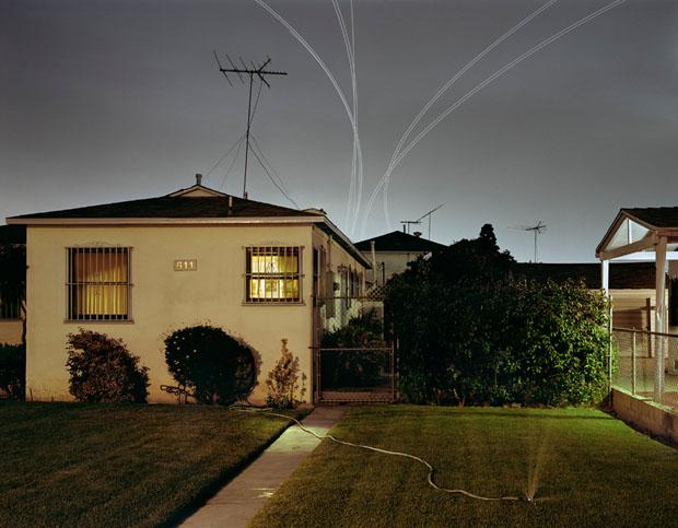 As linhas riscando o céu representam literalmente as linhas aéreas (Foto: Reprodução/ Kevin Cooley)